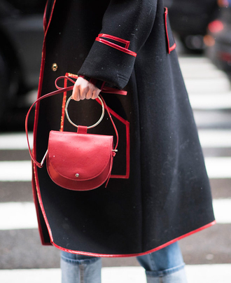 bag nyfw 2017 fashion week 2017 fashion week streetstyle red bag coat black coat