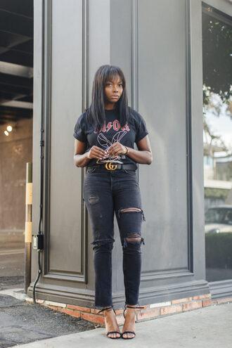 millennielle blogger t-shirt jeans shoes belt black t-shirt gucci belt black jeans high heel sandals sandals
