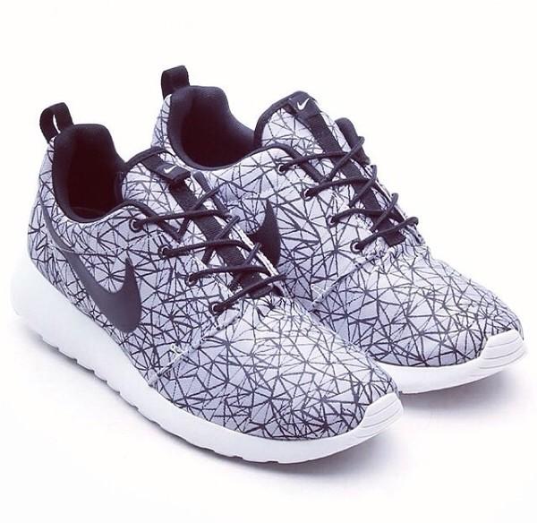shoes nike nike sneakers white black pattern nike free 5.0 pink blue nike free run
