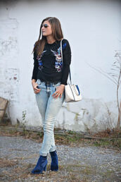 to be bright,blogger,jeans,top,shoes,bag,handbag,ankle boots,winter outfits,black sweater,blue shoes