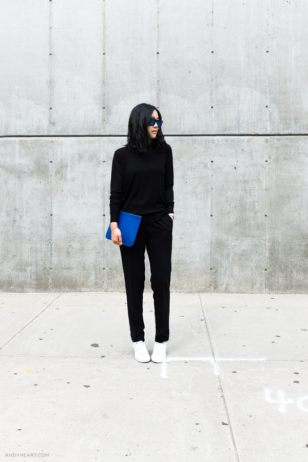 andy heart blogger black sweater black pants minimalist blue bag