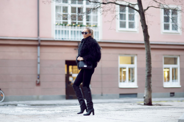 kenza blogger leather boots winter outfits faux fur