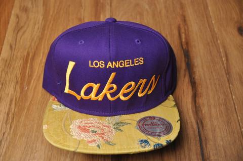 Vintage snapback hats, authentic retro snap backs caps