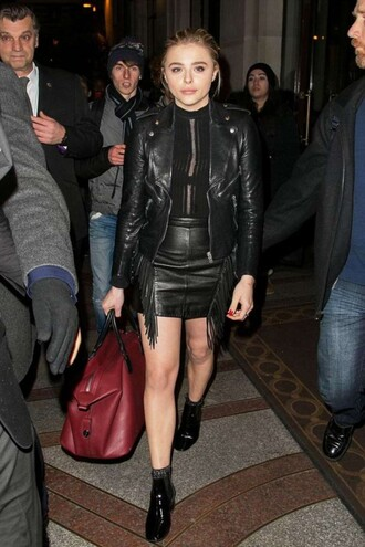 skirt top leather leather jacket leather skirt ankle boots fall outfits chloe grace moretz fringe skirt fringes