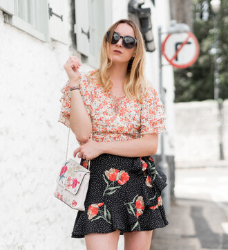 skirt floral blouse ruffle sleeves wrapped skirt floral skirt clutch sunglasses blogger blogger style floral