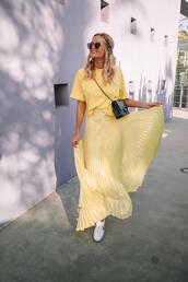 barefoot blonde,blogger,skirt,t-shirt,sunglasses,jewels,bag,yellow t-shirt,crossbody bag,yellow skirt,pleated skirt,maxi skirt,spring outfits