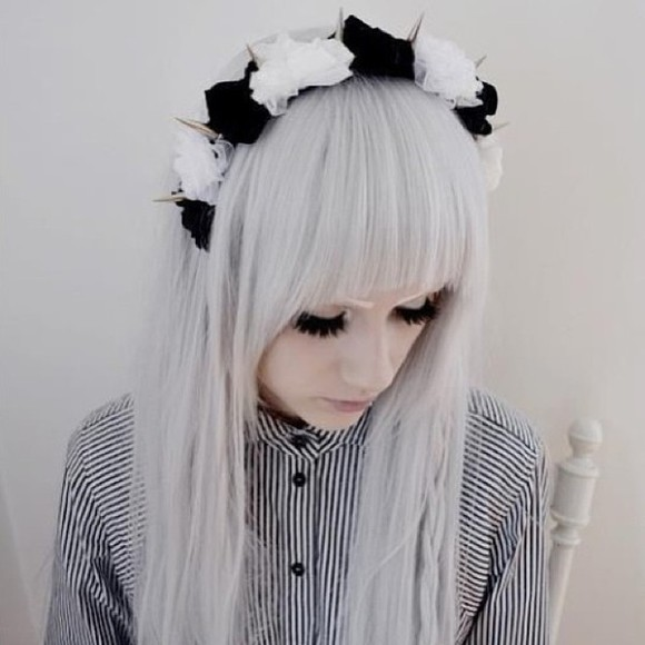 stripes blouse black and white stripped buttons button up pale goth pastel goth grunge pale grunge hair accessories