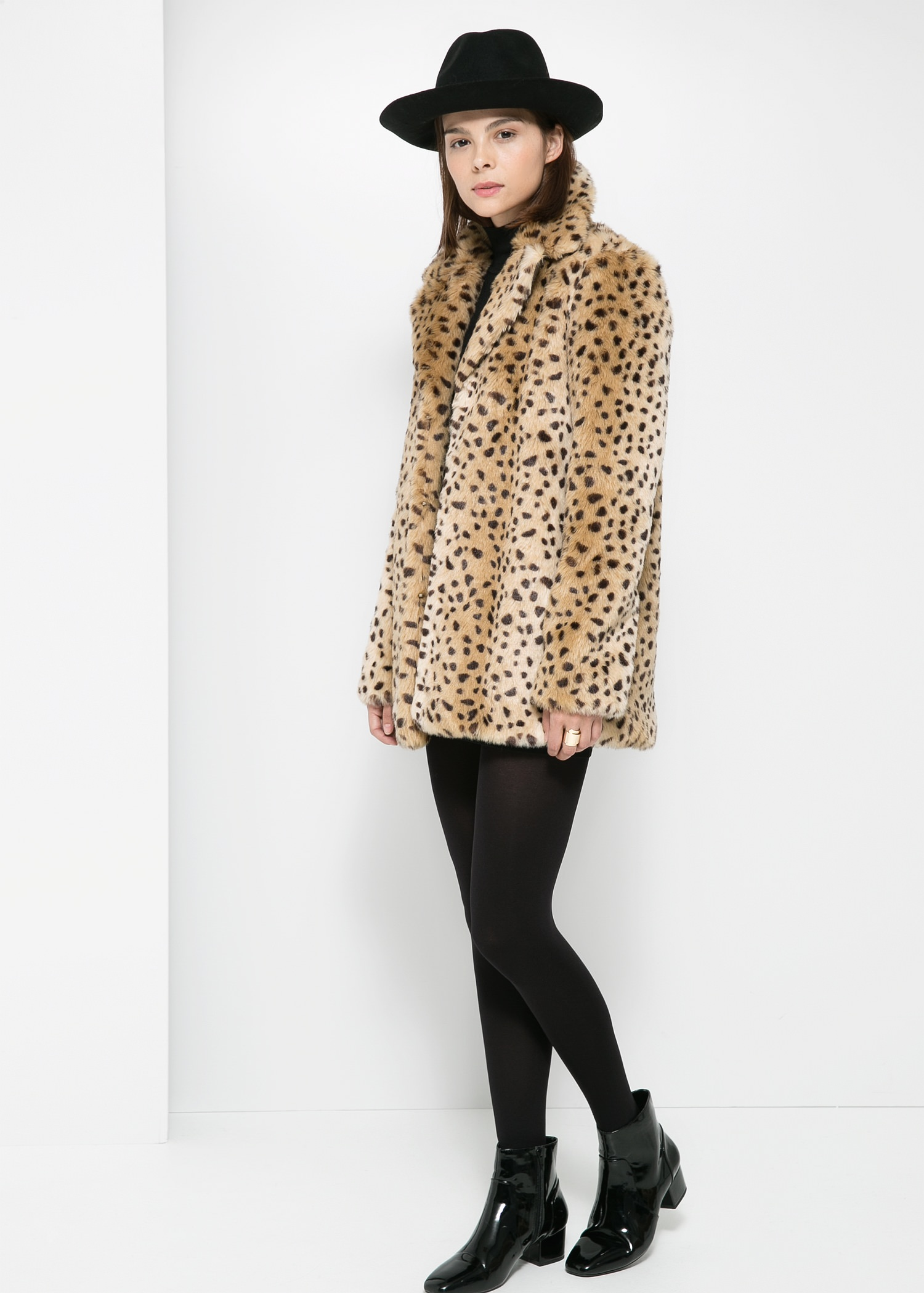 Leopard faux fur coat - Women | MANGO
