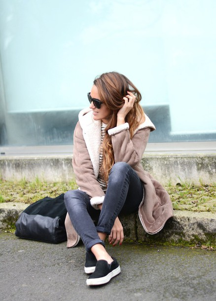 stella wants to die blogger shearling jacket grey jeans vans camel shearling coat
