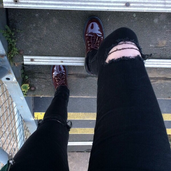 jeans ripped jeans black jeans tumblr the 1975 black drop crotch jean shoes black jeans navy jean sagging