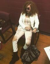 jeans,streetwear,black and white,white,black,black shoes,round sunglasses,sunglasses,dope,curly hair,urban,trendy,efashion vibe,fashion vibe,t-shirt,black girls,black girls killin it
