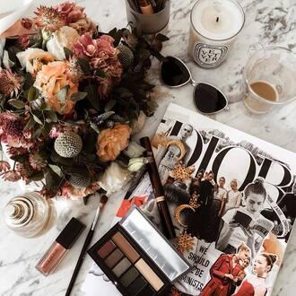make-up tumblr makeup palette makeup brushes lipstick lip gloss magazine sunglasses jewels jewelry gold jewelry candle