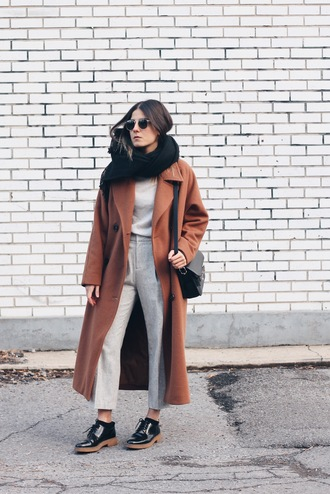 elif filyos blogger round sunglasses shoulder bag grey pants long coat black flats scarf white sweater