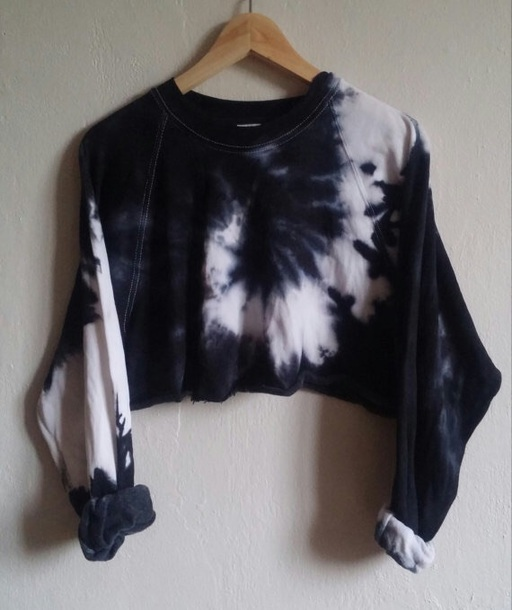 t-shirt black and white tie dye