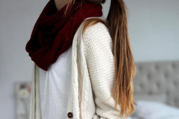 white cardigan scarf white t-shirt tshirt burgundy burgundy scarf infinity scarf infinity white t-shirt t-shirt only shortsleeve