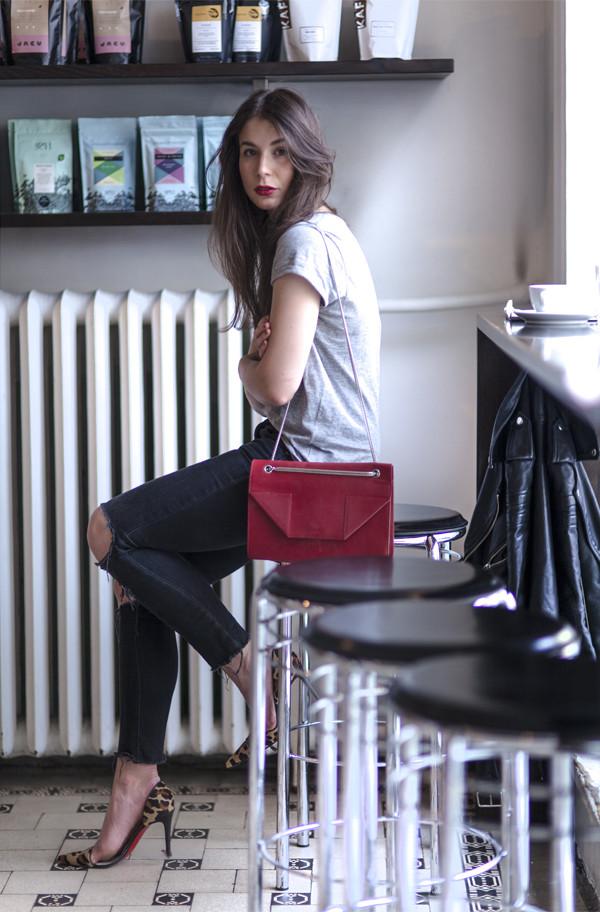 a portable package t-shirt jeans shoes bag