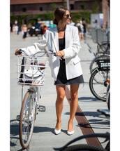 white blazer,oversized,flats,denim shirt,black top,round sunglasses,earrings,bike,bag