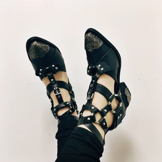 shoes black shoes cut out ankle boots cutout boots sandals chain buckles pointed toe decal decorated studs shirt