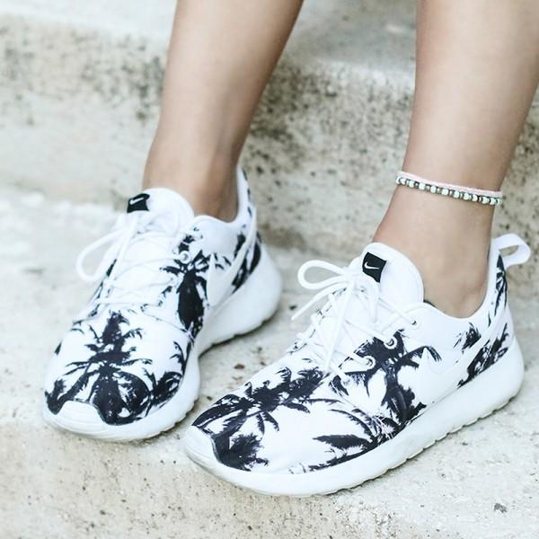 shoes summer sneakers black and white girly girl girly wishlist roshe runs roshes nike roshe run nike nike shoes nike running shoes nike sneakers palm tree print