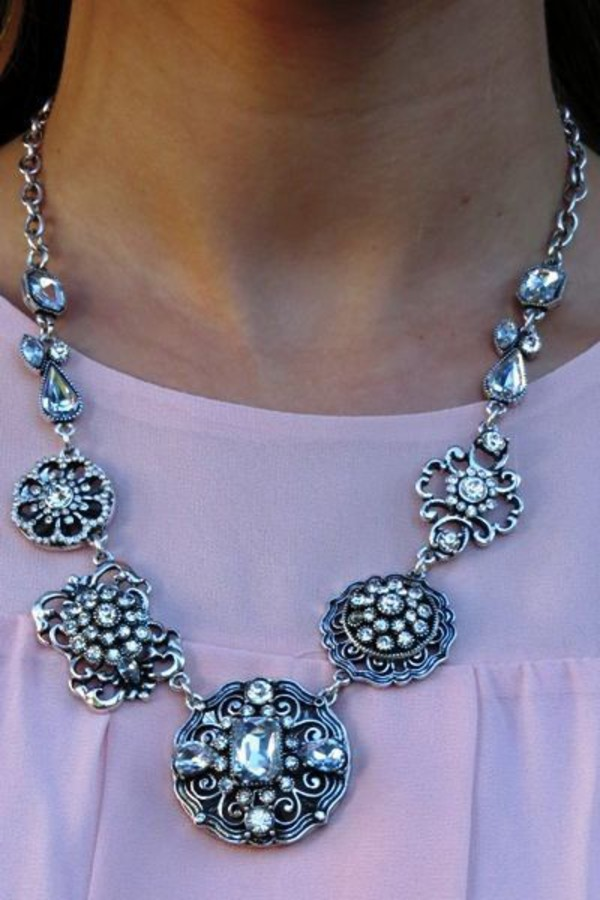 jewels necklace silver silver necklace statement necklace accessories style classy vintage vintage necklace detailing