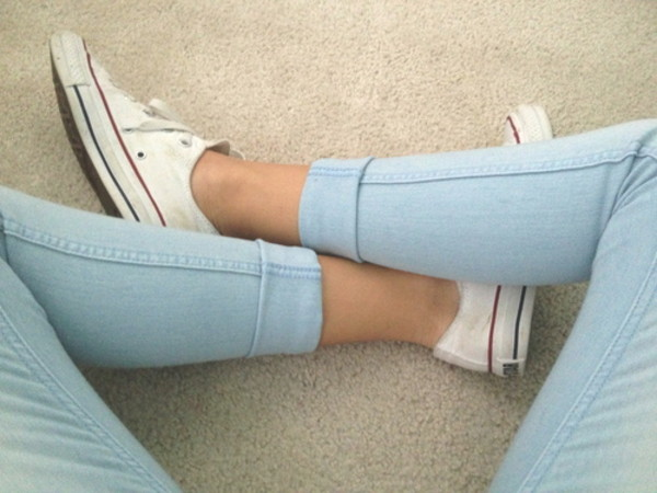 jeans pale jeans pastel blue blue jeans folded jeans pants converse all star clothes shoes pastel color red and blue converse