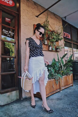 hallie daily blogger top skirt shoes bag sunglasses basket bag polka dots pumps slingbacks black and white summer outfits