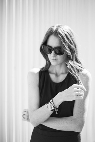 could i have that blogger jewels black sunglasses black dress