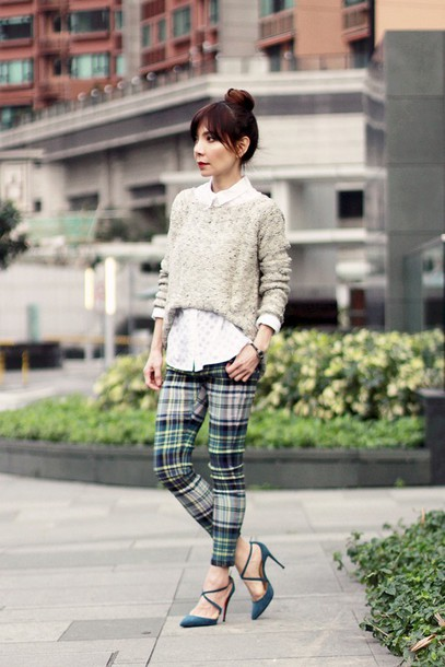 mochaccinoland blogger pants white shirt tartan knitted sweater heels