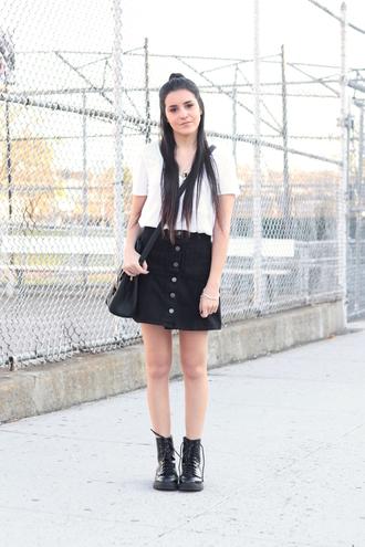 dress like jess blogger t-shirt skirt bag shoes jewels