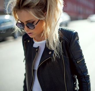 black jacket biker jacket leather jacket black leather jacket zip round sunglasses black sunglasses leather jacket black i want it like crazy fashion