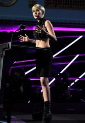 blouse,cropped,crop tops,miley cyrus,all black everything,shoes