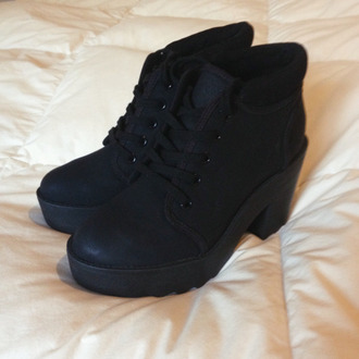 shoes black boots black boots laces booties black booties heels black heels tumblr fashion cool