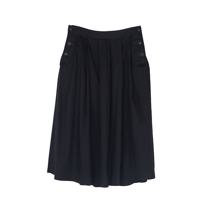 Swingy black midi skirt in satin cotton