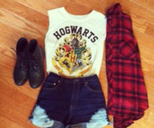 shorts,shirt,t-shirt,girl,harry potter,hogwarts,fashion,top,tank top,boots,blouse,red,white,black,jeans,cropped,crop,hogwarts tank top,ripped shorts,denim shorts
