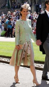 dress,midi dress,hat,pumps,spring outfits,spring dress,pippa middleton,floral,floral dress,pleated,shoes