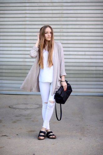by annna blogger cardigan ripped jeans skinny jeans black bag
