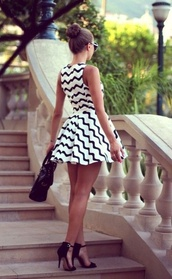 dress,dr,black,white,black and white,zigzag,zigwhite zigzagging,zig,zag,alins,aline,stripes