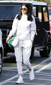 pants,grey sweatpants,kylie jenner,Kylie Jenner Sneakers,joggers,sports pants,hoodie,grey hoodie,sports top,bag,green bag,sunglasses,celebrity,celebrity style,gym clothes,mirrored sunglasses,jumpsuit