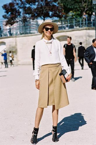 vanessa jackman blogger skirt hat asymmetrical white shirt black shoes