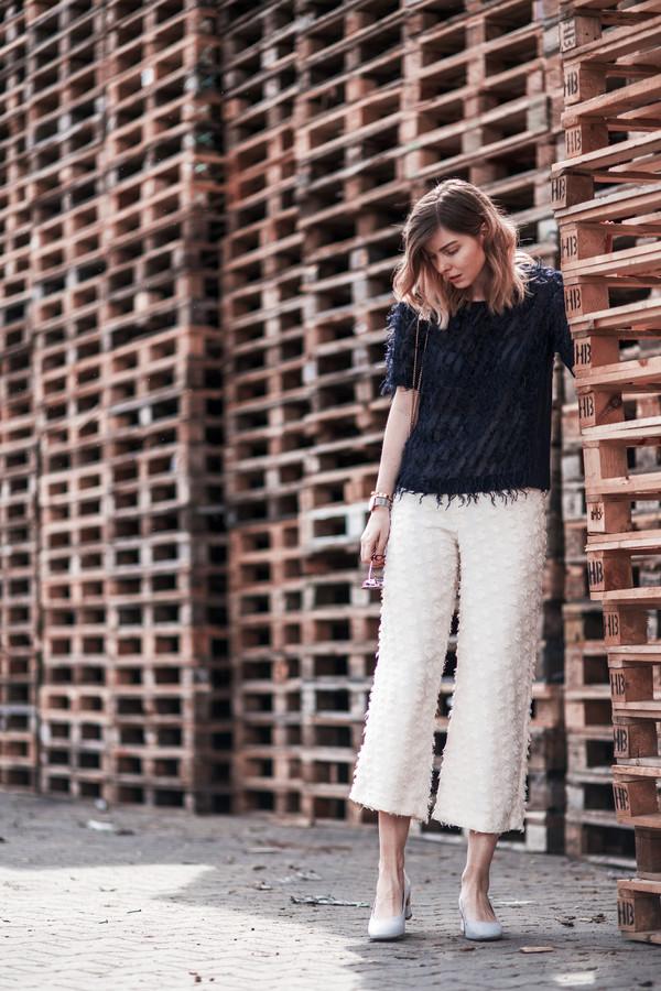 pants tumblr white pants culottes pumps mid heel sandals mid heel pumps top black top shoes