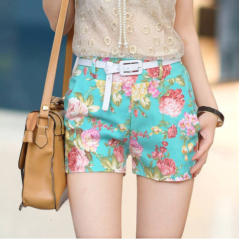 VINTAGE LOW WAISTED FLOWER SHORT Floral Print on Luulla