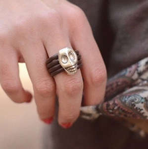 jewels skull ring gold brown