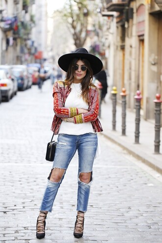 dulceida blogger ripped jeans spring jacket colorful black hat strappy sandals
