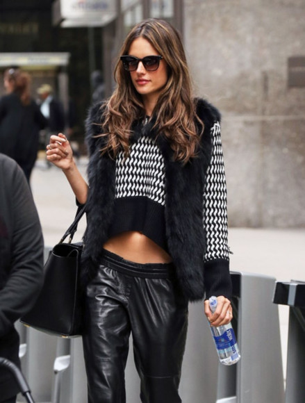 alessandra ambrosio black leather sexyinleather style
