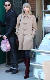 coat,boots,taylor swift