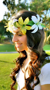 hair accessory,flower crown,yellow flower crown,white flower crown,hawaiian flowers,hawaiian,flowers,floral,flower headband,flower headpiece,flower wreath,summer,summer outfits,holidays,vacation outfit