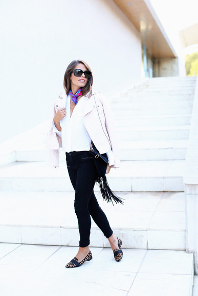 blogger sunglasses scarf bag jeans seams for a desire perfecto