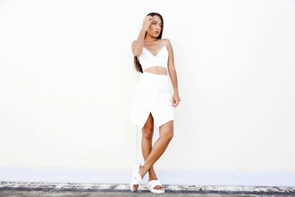 inside in inside out blogger all white everything white crop tops white skirt slide shoes minimalist
