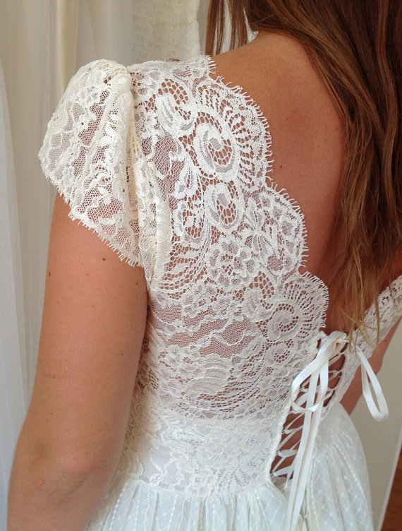 Antique vintage style cream lace wedding dress par graceloveslace