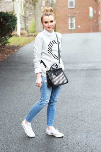 poor little it girl blogger converse ripped jeans grey sweater crossbody bag casual kate spade sweater shoes shirt bag sports sweater